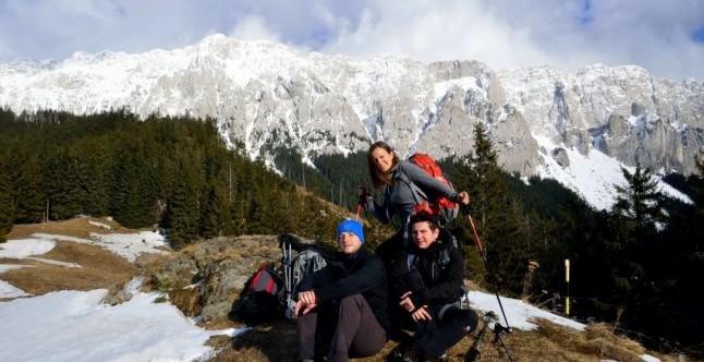 YOUTH UP TO THE SKY – Expeditie pe Kilimanjaro  pentru a sustine Centrul de Tineret al  Asociatiei Un Strop de Fericire